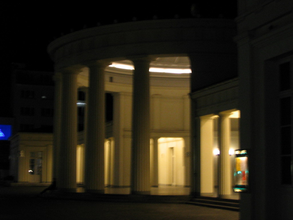 Front of the Elisenbrunnen building at the Friedrich-Wilhelm-Platz square, by night