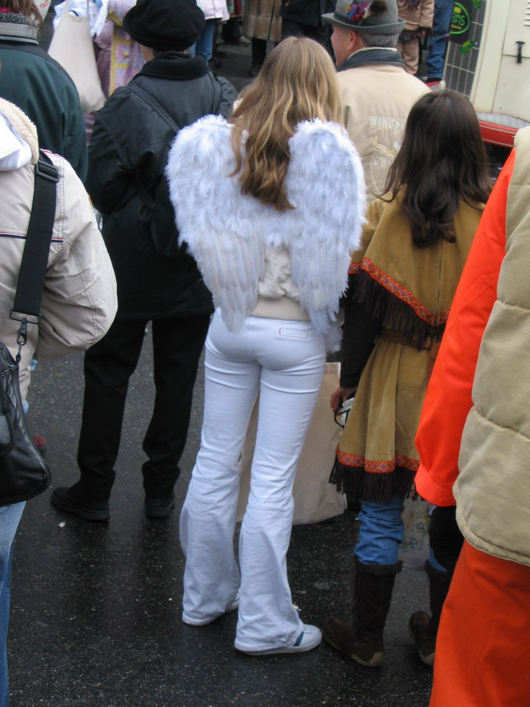 Person with angel wings at the Friedrich-Wilhelm-Platz square