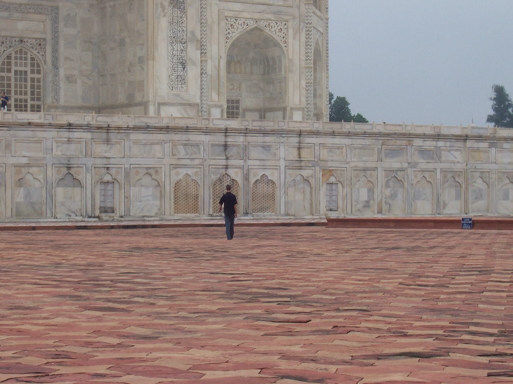 Rick at the left side of the Taj Mahal