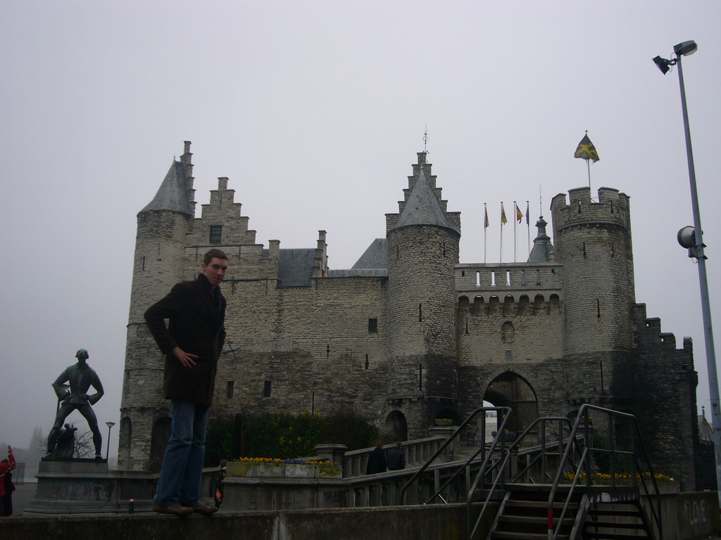 Tim with the Lange Wapper statue and the Het Steen castle at the Steenplein square