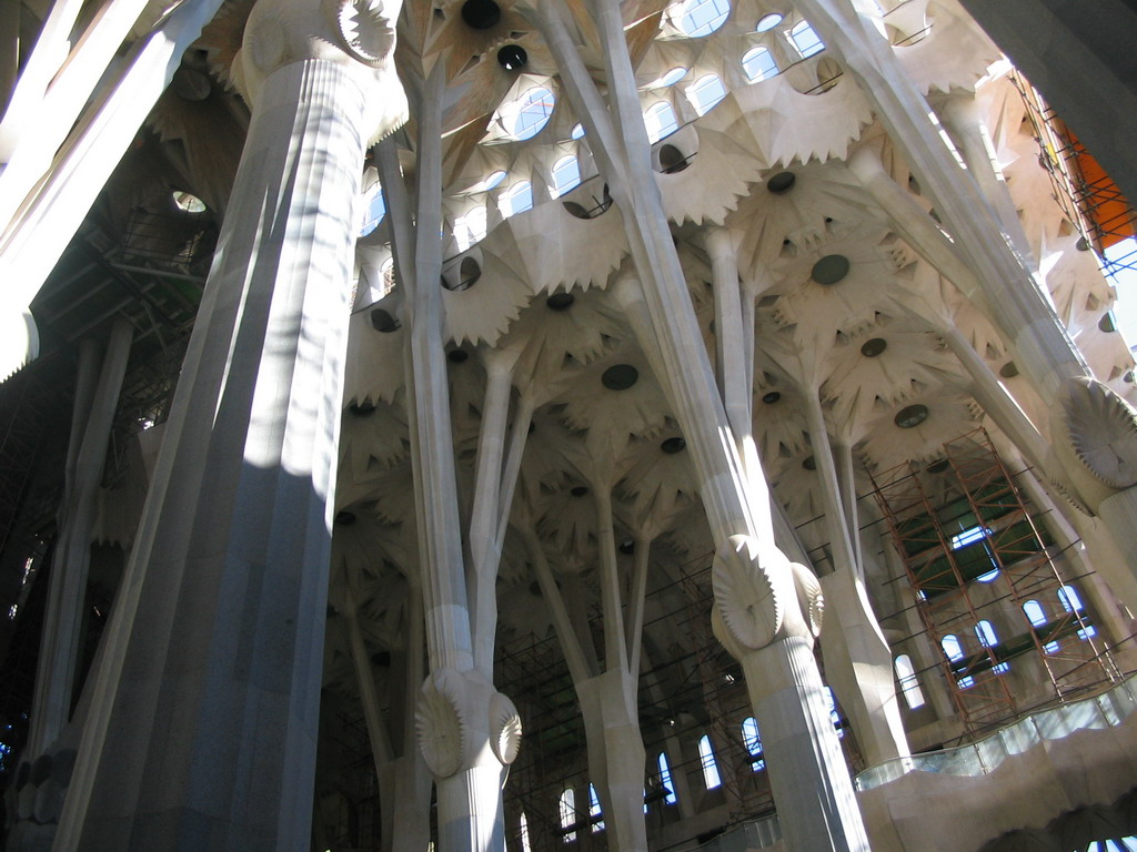 Nave of the Sagrada Fam�lia church, under renovation