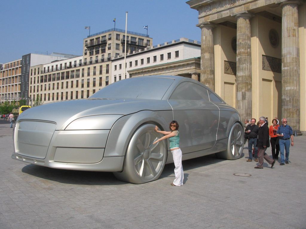 Miaomiao with a giant Audi car at the back side of the Brandenburger Tor gate
