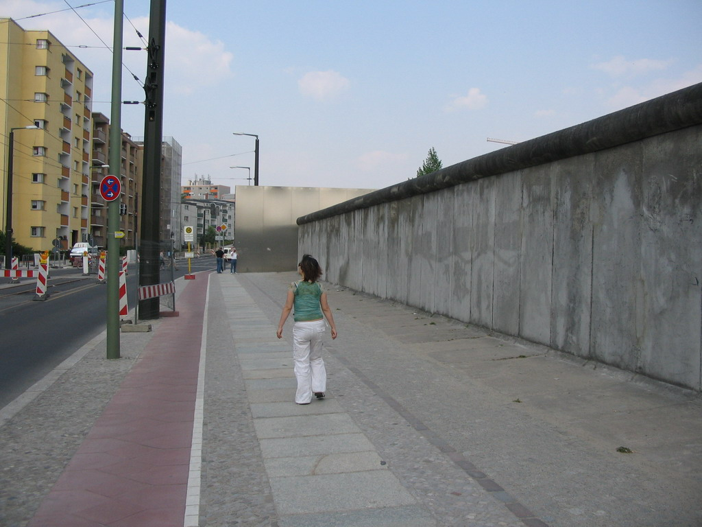 Miaomiao with remains of the Berlin Wall at the Bernauer Stra�e street