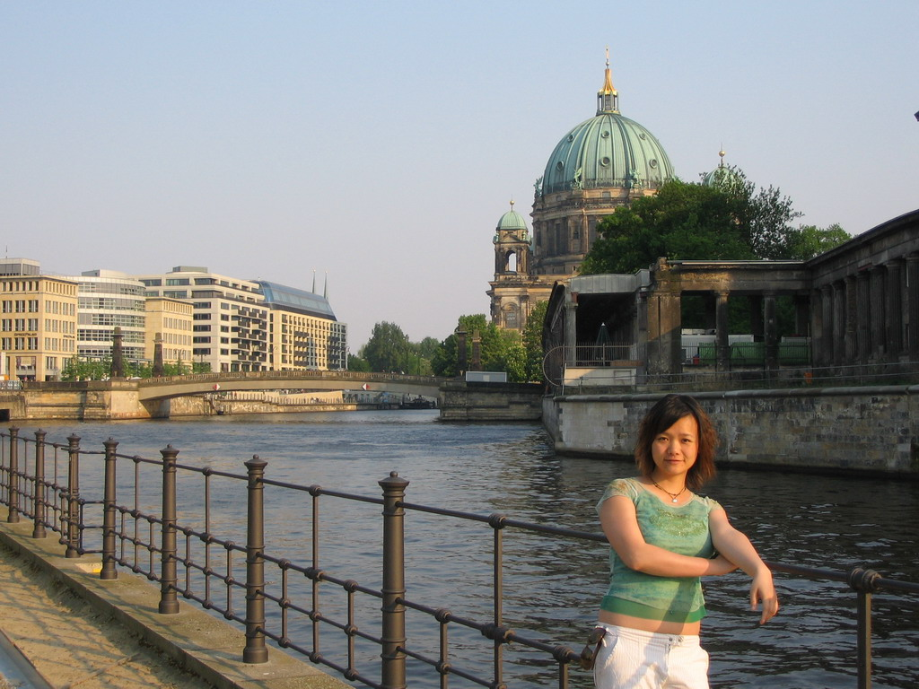 Miaomiao at the James-Simon Park, with a view on the Spree river and the Berlin Cathedral