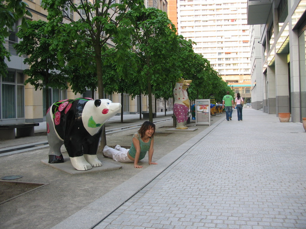 Miaomiao with United Buddy Bear statues at the St. Wolfgang-Stra�e street