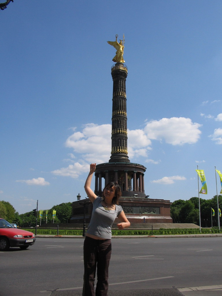 Miaomiao with the Victory Column at the Gro�er Stern square