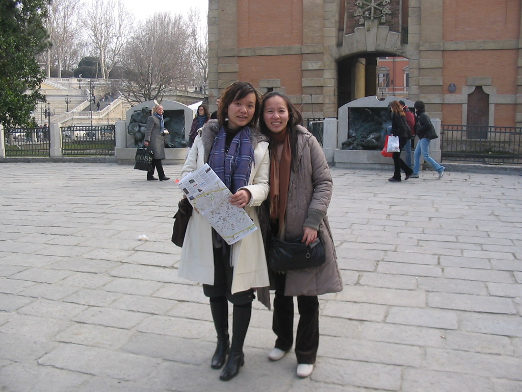 Miaomiao and her friend in front of the Porta Galliera gate at the Piazza XX Settembre square