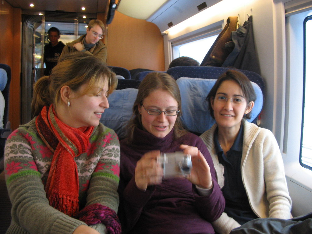 Cozmina, Nardy and Ana in the ICE train from Arnhem to Cologne