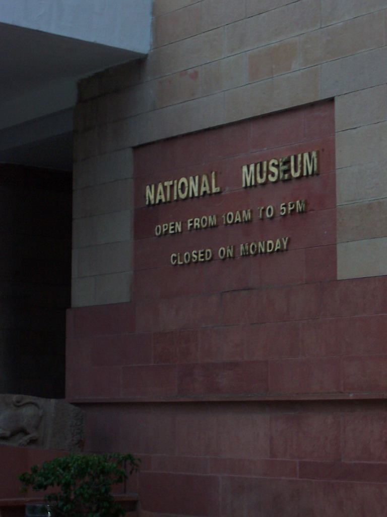 Sign at the front of the National Museum at Rajpath Road