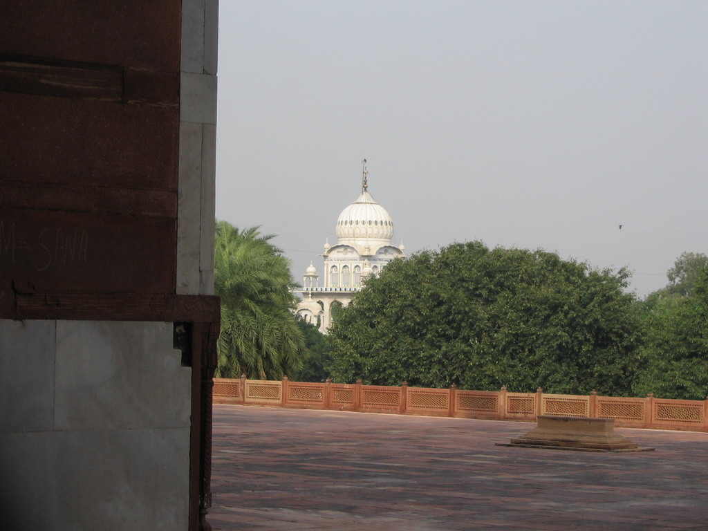 The Sikh temple Gurdwara Dam Dama Sahib, viewed from the terrace of Humayun`s Tomb at the Humayun`s Tomb complex