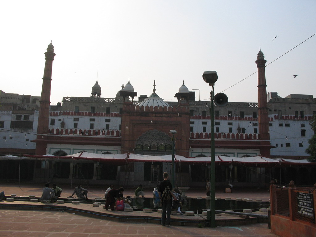 Rick in front of the Fatehpuri Masjid mosque