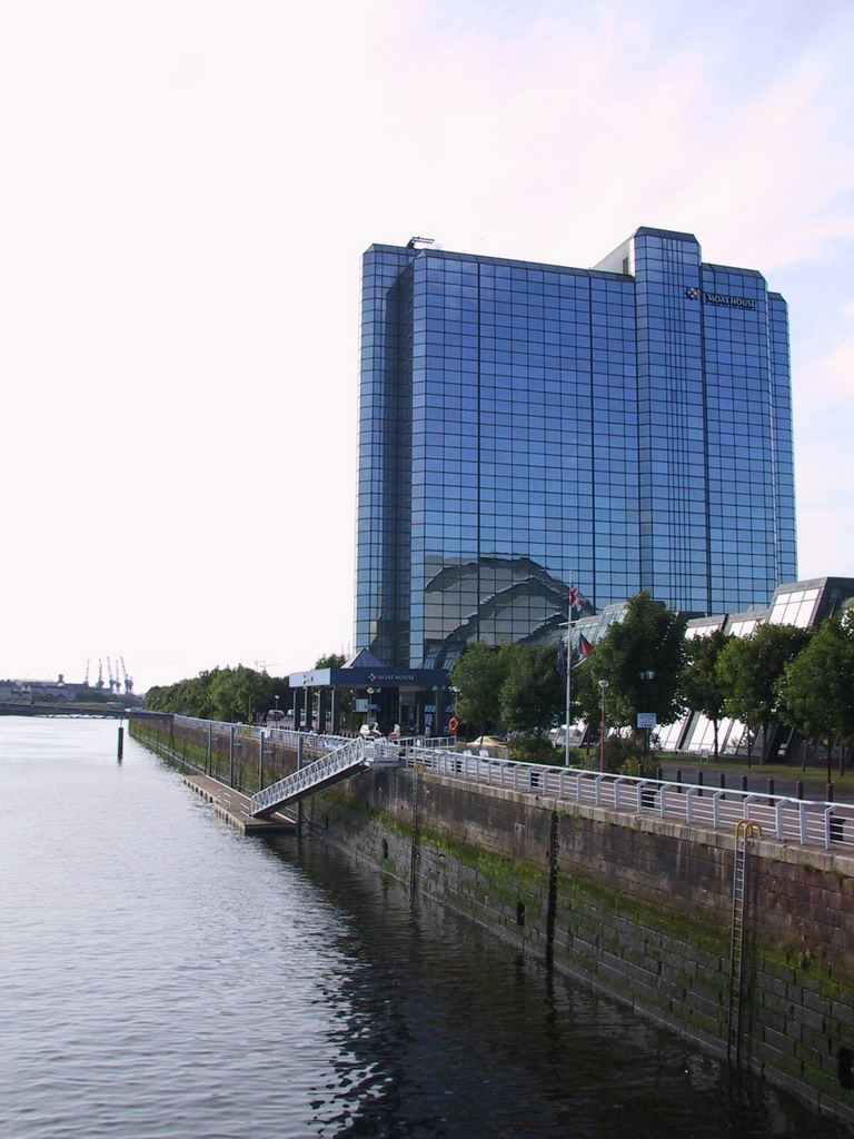 The Crowne Plaza Hotel Glasgow and the River Clyde