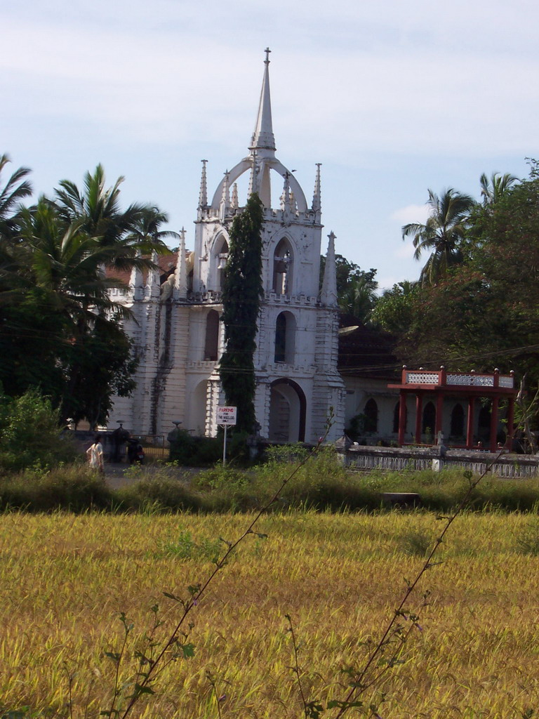 Front of the M�e de Deus Church at Saligao