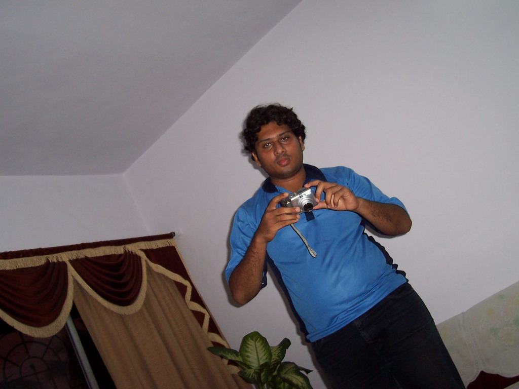 Swapnil with the photo camera in the apartment of Anand`s family