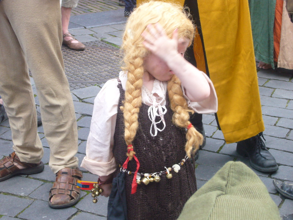 Child in medieval clothes at the Houtstraat street, during the Gebroeders van Limburg Festival