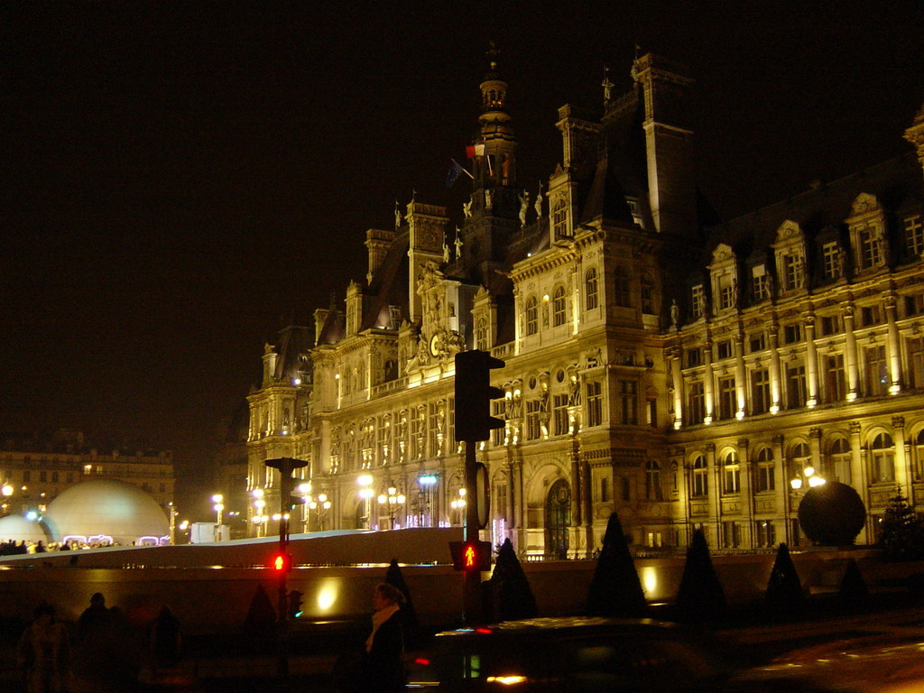 The H�tel de Ville (City Hall) of Paris, by night