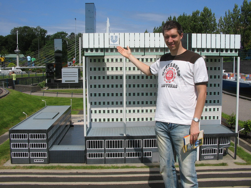 Tim with a scale model of the Unilever building of Rotterdam at the Madurodam miniature park